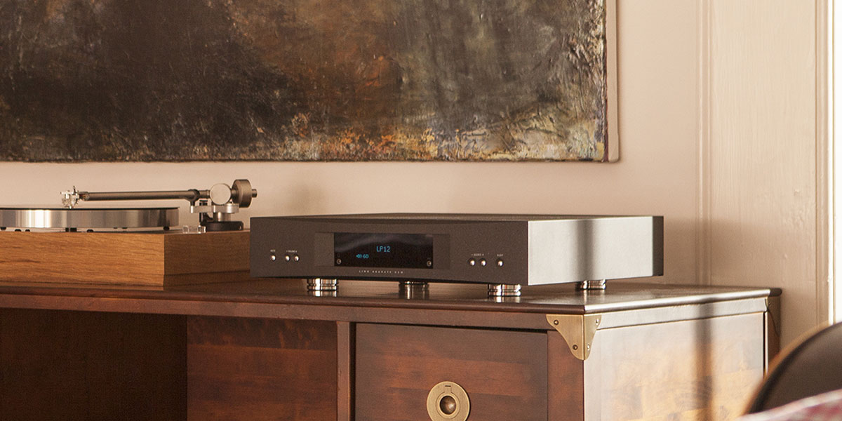 Linn Akurate DSM network music player with LP12 record player
